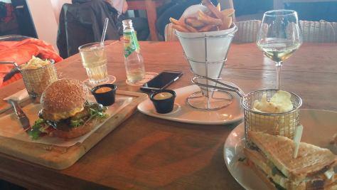 lunchen aan zee